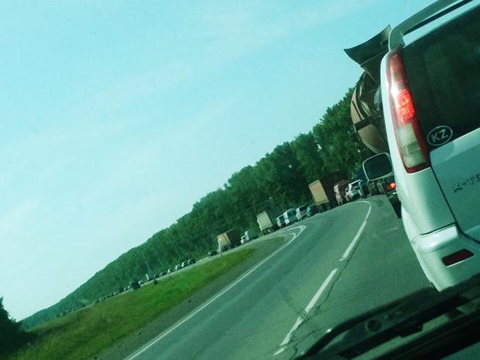 На трассе Ленинск-Кузнецкий - Кемерово образовалась гигантская пробка