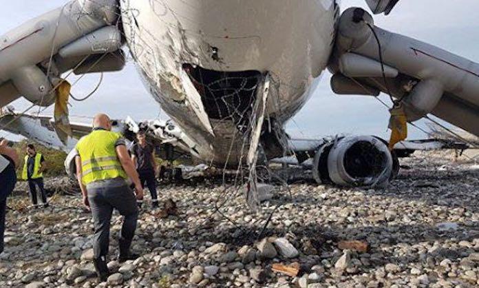 Последствия возгорания самолета UTair в Сочи 1 сентября 2018