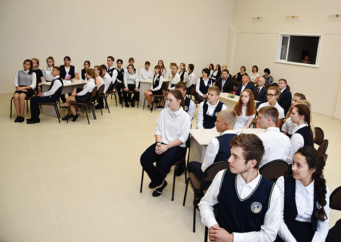 В Бачатском в школе №24 после реконструкции открыли актовый зал