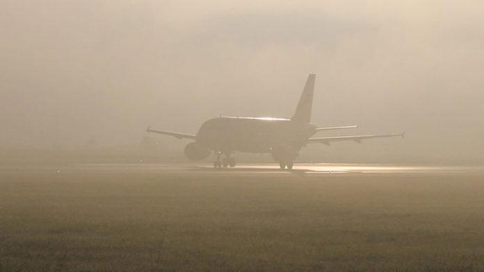Туман, аэропорт, самолет