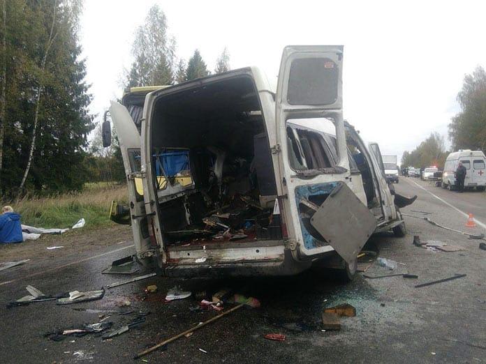 Под Тверью столкнулись два автобуса, погибли 13 человек