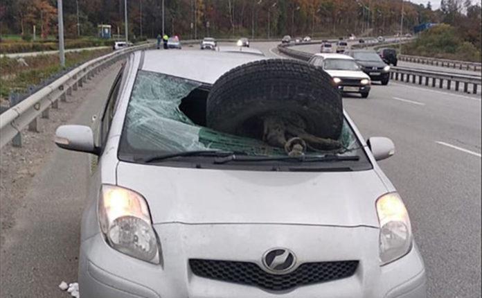 Как в кино. Невероятное ДТП с отрывом колеса во Владивостоке