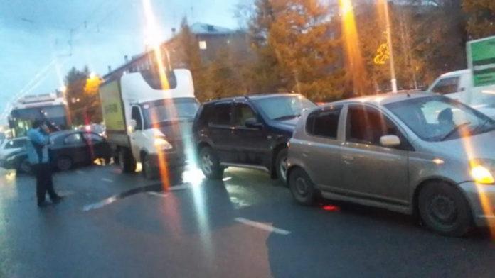 22 октября в Кемерове троллейбус протаранил семь автомобилей