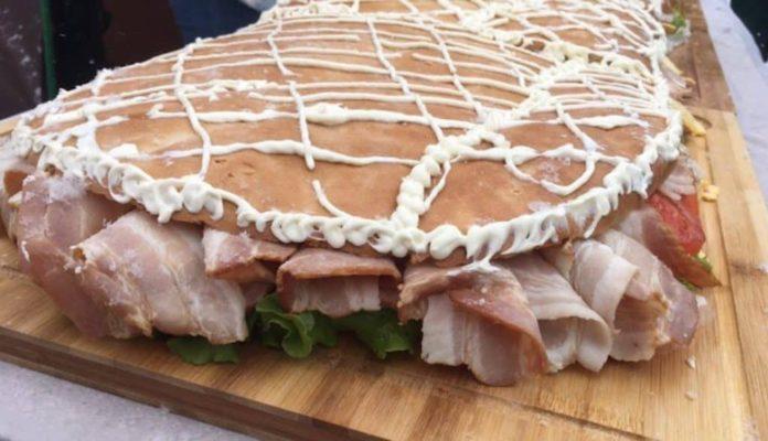 В Новокузнецке приготовили трехметровый бутерброд к 300-летию Кузбасса