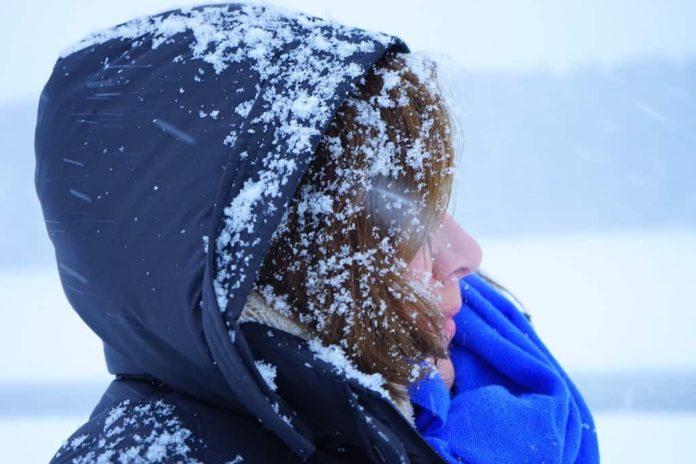 Метель, снег, женщина