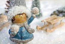 Девочка со снежком, снегопад