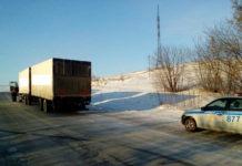 В Беловском районе сотрудники ГИБДД оказали помощь водителю заглохшего на дороге грузовика