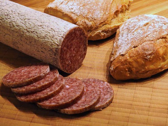 Колбаса, бутерброд