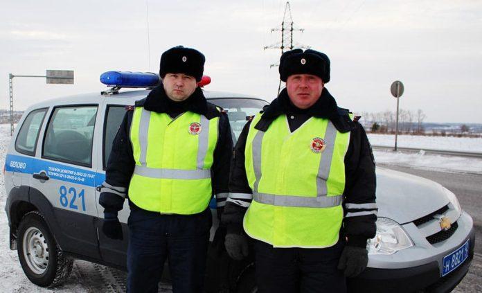 В Белове инспекторы ГИБДД спасли детей в морозную ночь