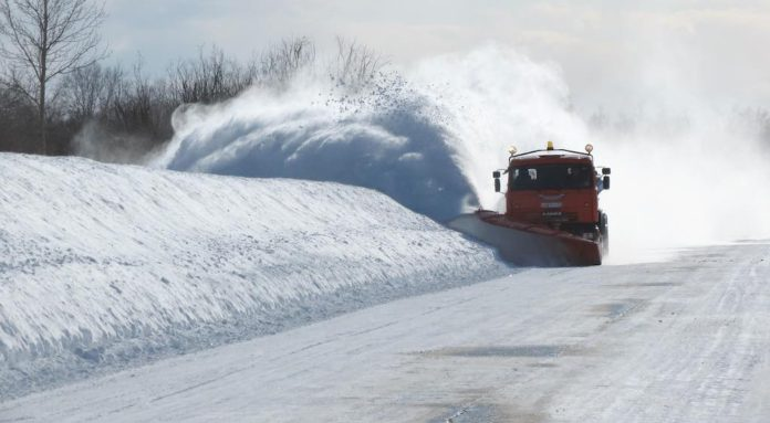 Дорога, снег, чистка