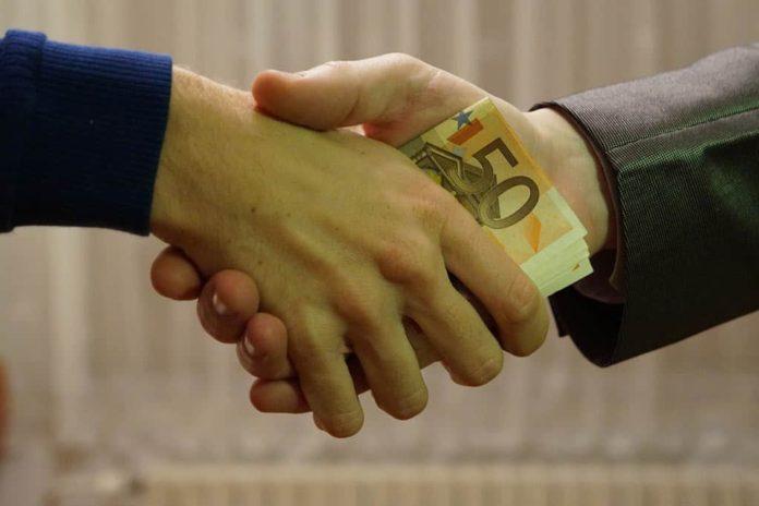 Взятка, деньги, рукопожатие