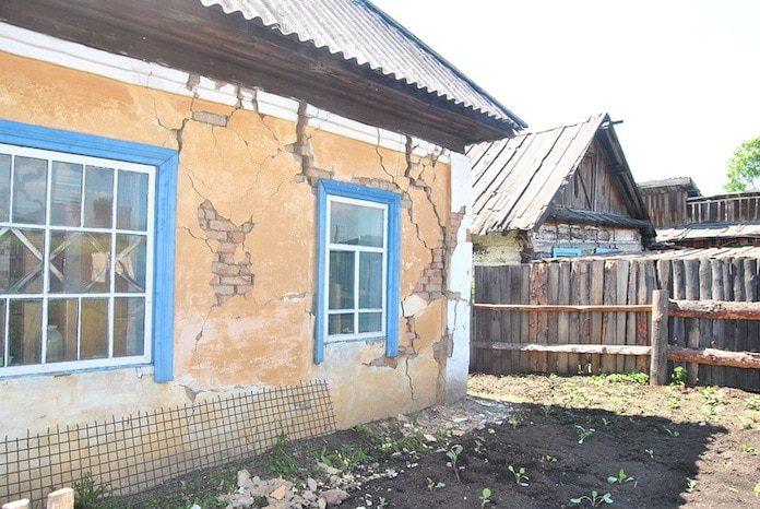 Последствия землетрясения в поселке Старобачаты, июнь 2013