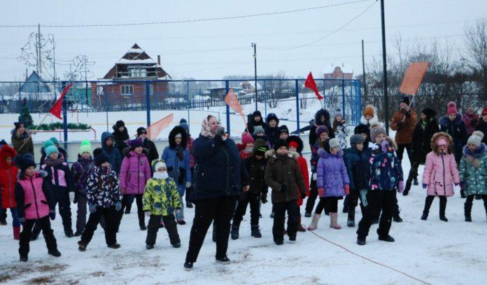 В селе Вишневка Беловского района открыли каток
