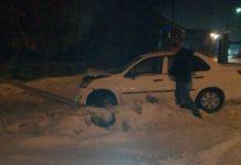 В Белове пьяный водитель снёс опору линии электропередач