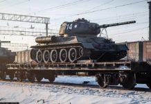 Колонна танков Т-34 из Лаоса следует по Транссибу, Красноярск