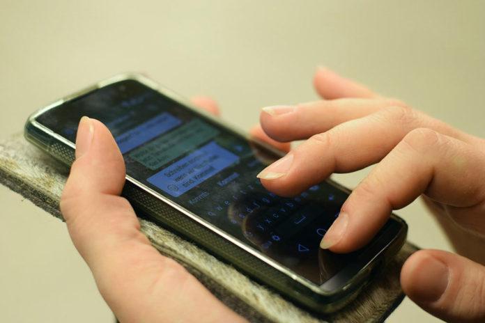 телефон, мессенджер, общение, переписка, соцсети