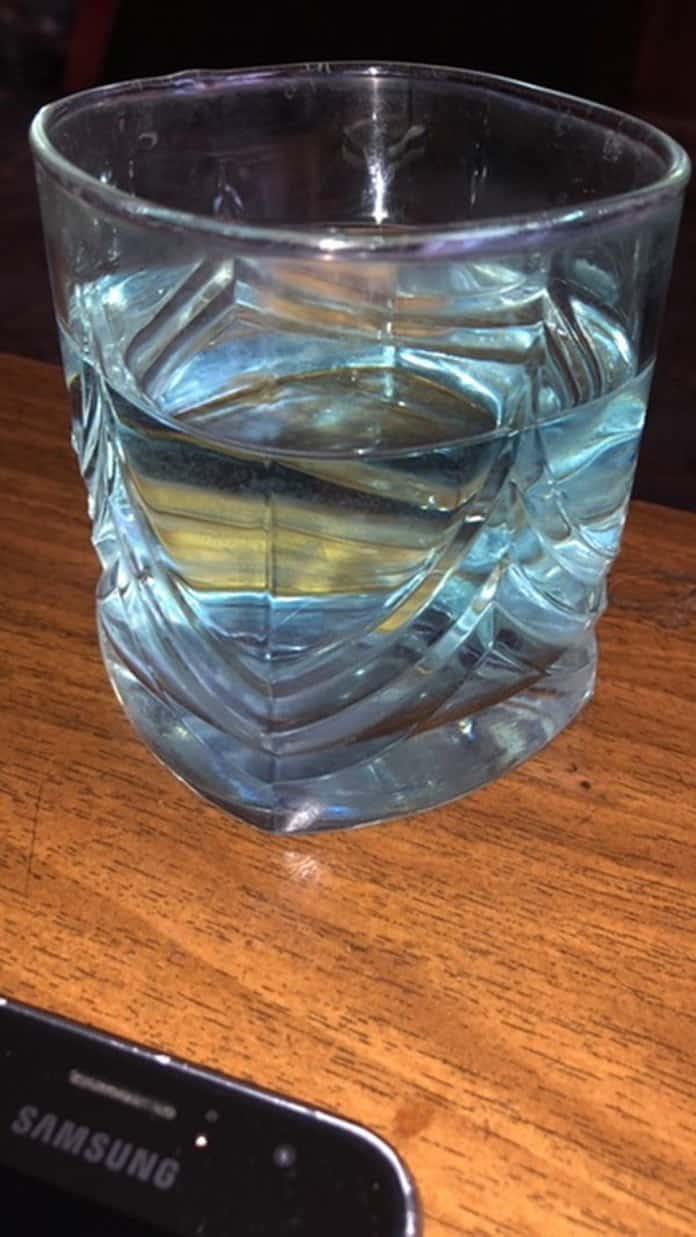 В Белово из крана течет голубая пенистая вода