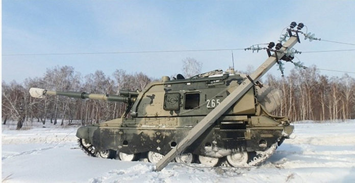 В Кузбассе танк сбил опору ЛЭП и оставил людей без света