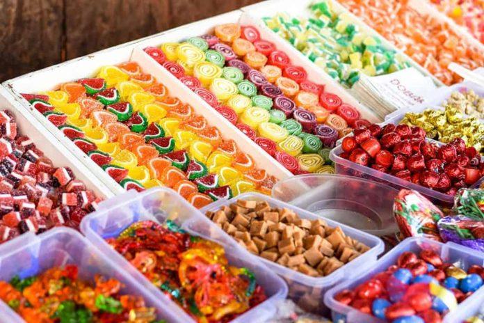 Ярмарка, сладости, конфеты, прилавок, торговля