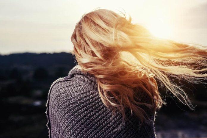 Девушка, блондинка, ветер, закат