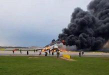 5 мая 2019 в Шереметьево при экстренной посадке загорелся самолет