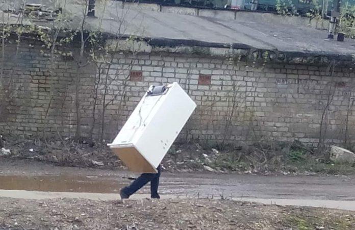 Украл холодильник