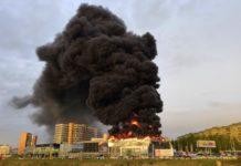 В Кемерово горит автосалон на пр. Октябрьский, 20 мая 2019 г