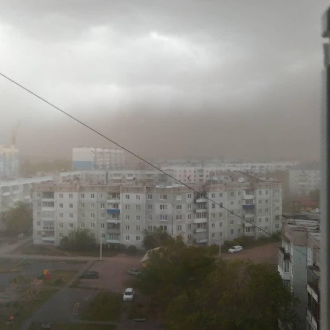 Ураган в Белово поднял пылевую бурю, 30 мая 2019 г