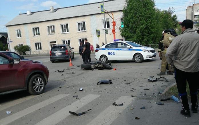 Женщина-водитель спровоцировала ДТП с мотоциклистом в Белово, 2 июня 2019