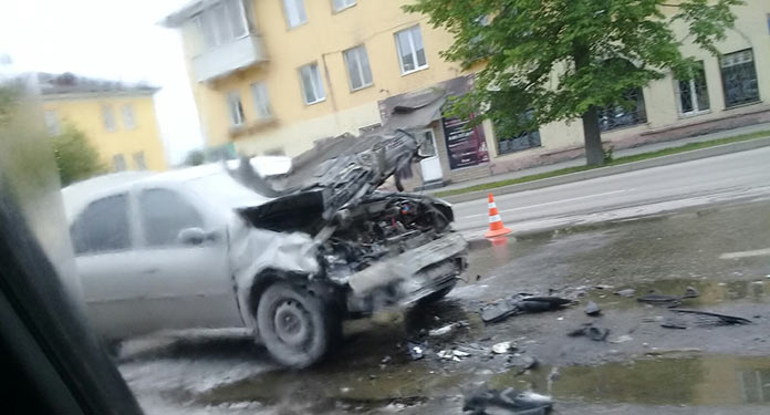 В Белово столкнулись автобус и легковой автомобиль, 1 июня 2019