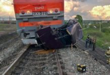 В Берёзовском грузовой поезд раздавил легковушку, 4 июня 2019 г