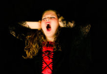 Девушка, крик, стресс