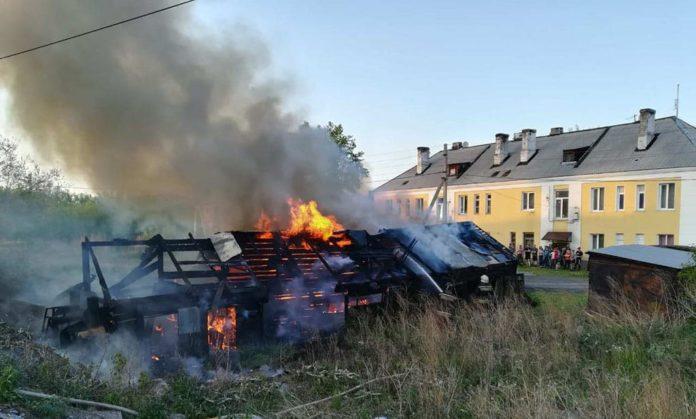 Поджог сарая на ул. Железнодорожной, Белово, 5 июня 2019