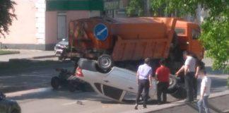 На ул. Ленина перевернулся автомобиль. ДТП Белово, 10 июня 2019 г