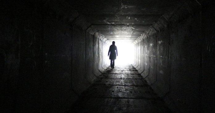 Туннель, девушка, побег