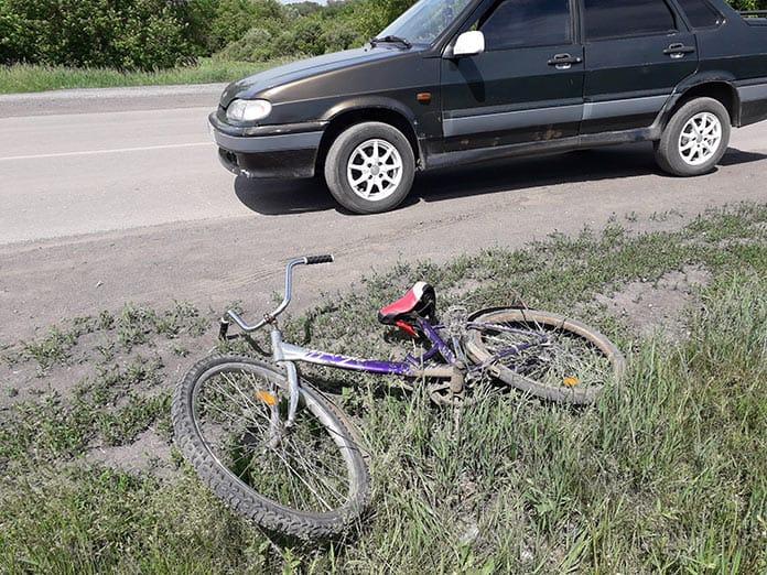 В селе Старопестерево несовершеннолетний велосипедист попал под машину
