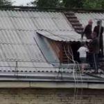 В Белове дети гуляли по крыше многоэтажки, 3 июля 2019 г