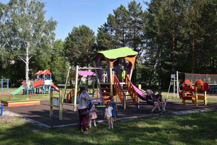 В Белове открыли три новые детские площадки. 27 июня 2019 г