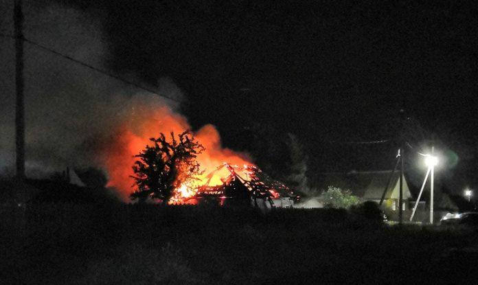 Пожар в частном доме на ул. Дзержинского, Белово, 31 июля 2019 г