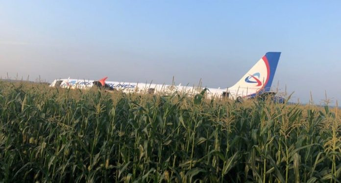 Airbus А321 совершил аварийную посадку на кукурузное поле в Подмосковье, 15 августа 2019