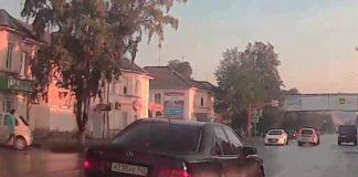 В Белово Мерседес чуть не сбил женщину на пешеходном переходе