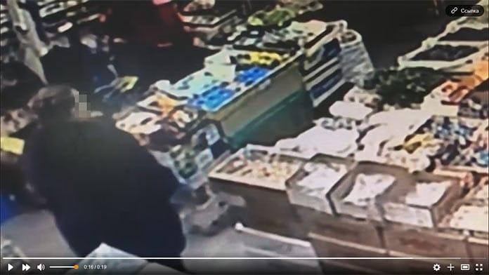 Женщина украла кошелек в ТЦ «Тройка» в Белово