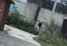 Мужик без штанов замечен рядом с 32-й школой в Белово