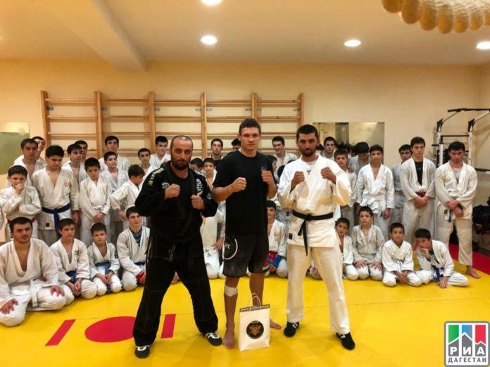 Боец UFC Роман Копылов провел мастер-класс для дагестанских рукопашников