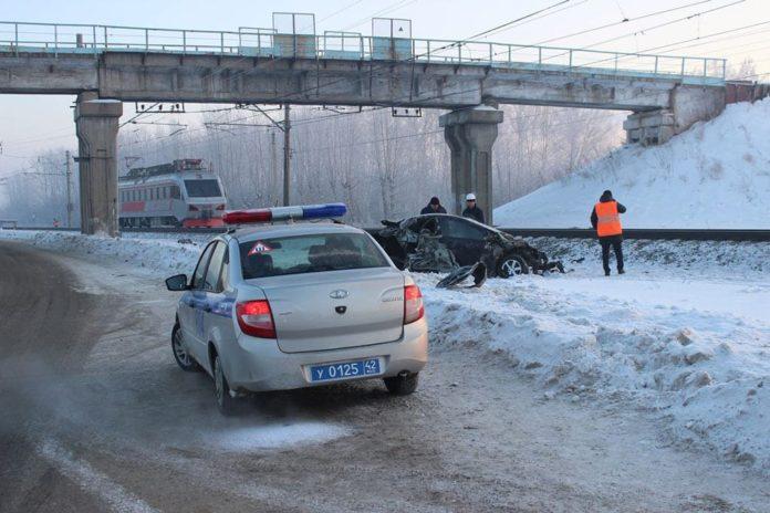 Поезд столкнулся с легковушкой в Юрге, 28 ноября 2019