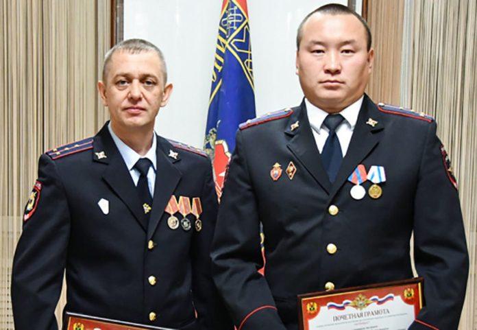 Участковые уполномоченные Дмитрий Мальцев и Николай Капсаргин