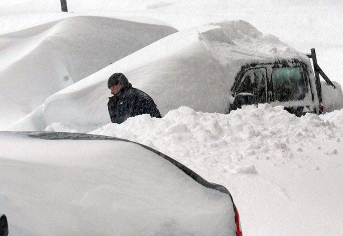 Снегопад вызвал транспортный коллапс в Шерегеше