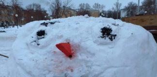 Уродливые снежные фигуры в Новом Городке насмешили беловчан