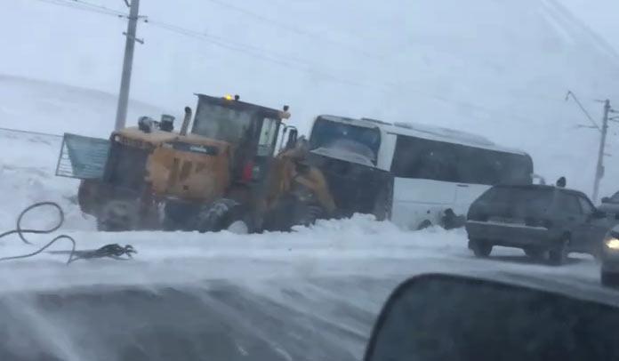 Автобус вылетел с дороги под Гурьевском, 17 января 2020 г