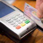 банковская карта, деньги, терминал, эквайринг
